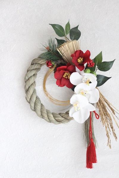 【アート】胡蝶蘭と椿のしめ縄